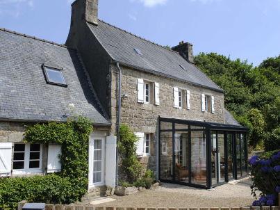 Bretonisches Steinhaus in Meernähe