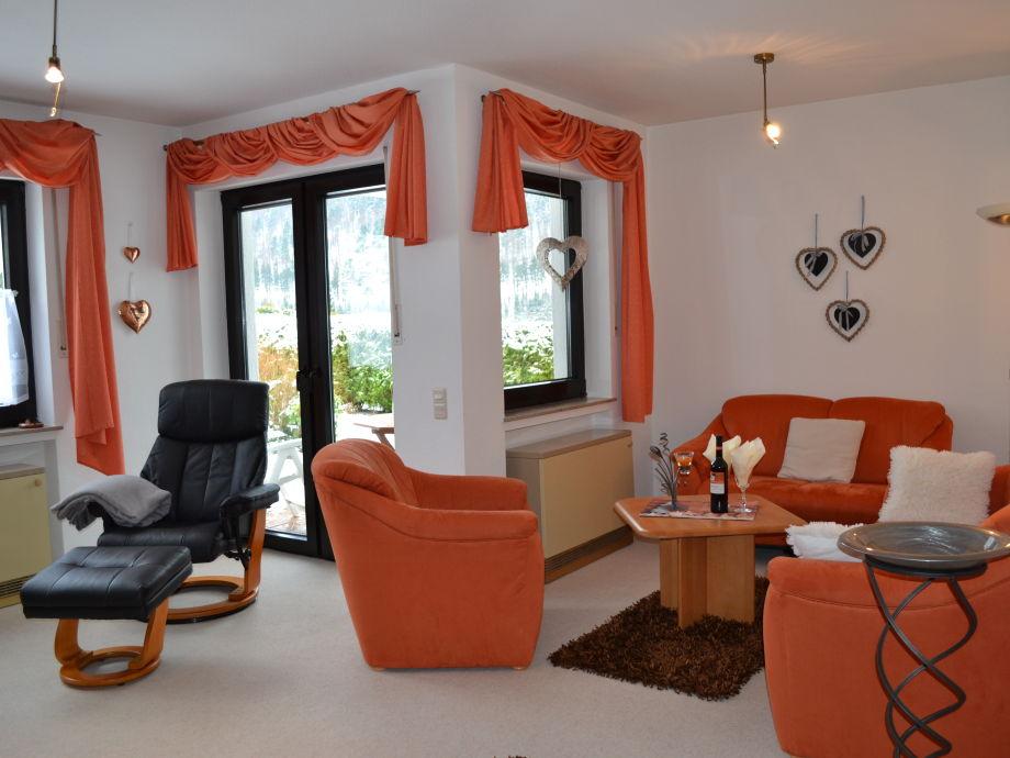 Gemütliche Sitzecke/Relaxsessel mit Zugang zur Terrasse