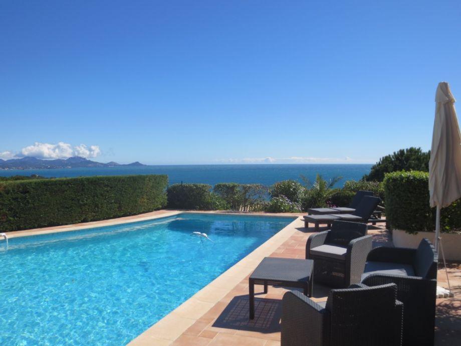 Pool Terrasse und Meerblick
