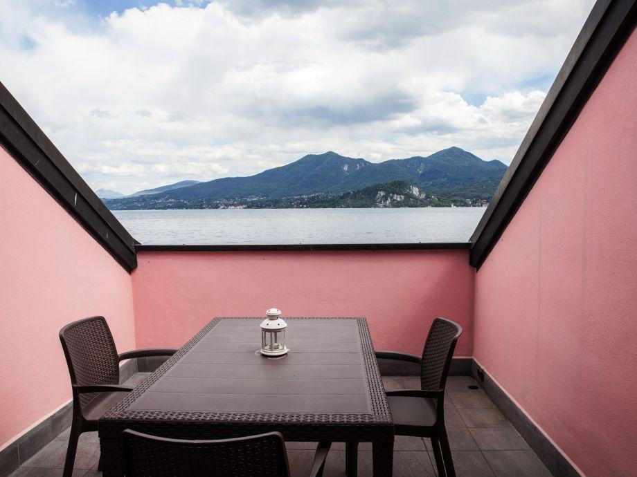 Balkon mit gigantischer Sicht auf den See