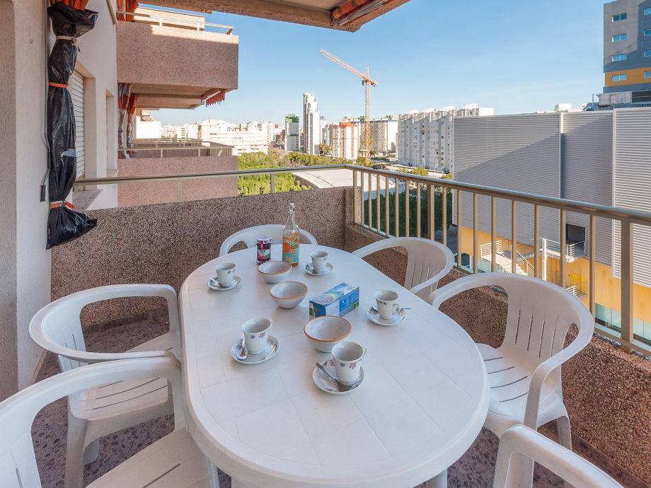 Schöne gemütliche Terrasse mit Essplatz