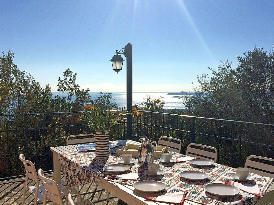 Frühstück auf der Terrasse mit tollem Blick gefällig?