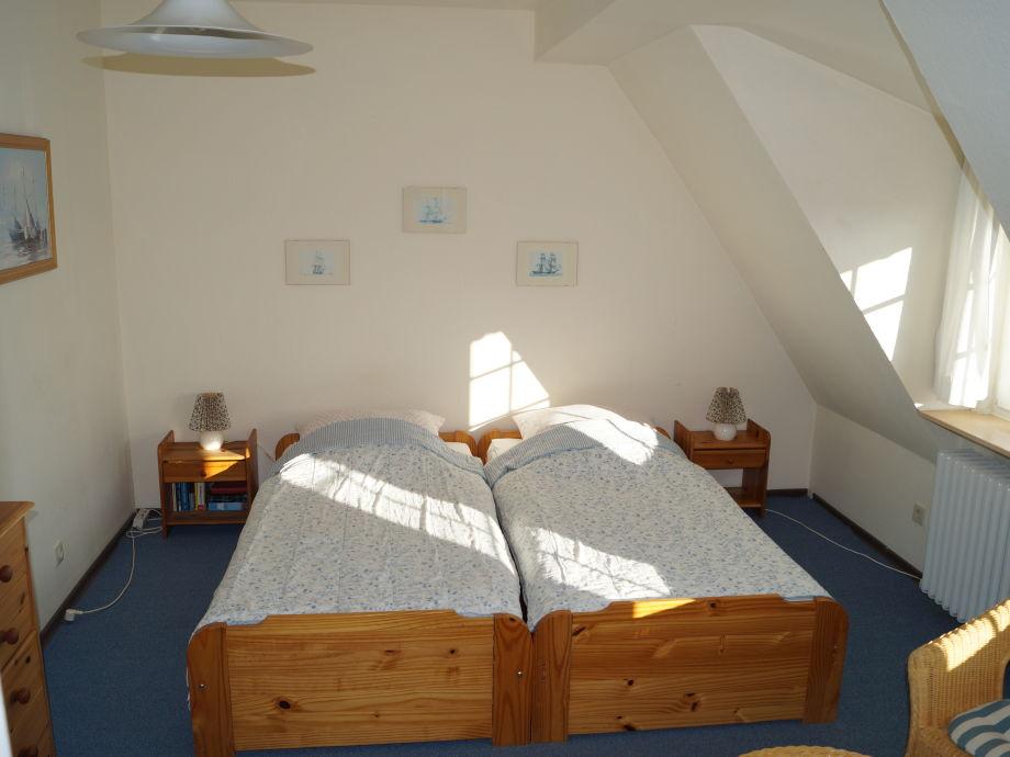 Wohn-Schlafzimmer Doppelbett 180 x 200 cm