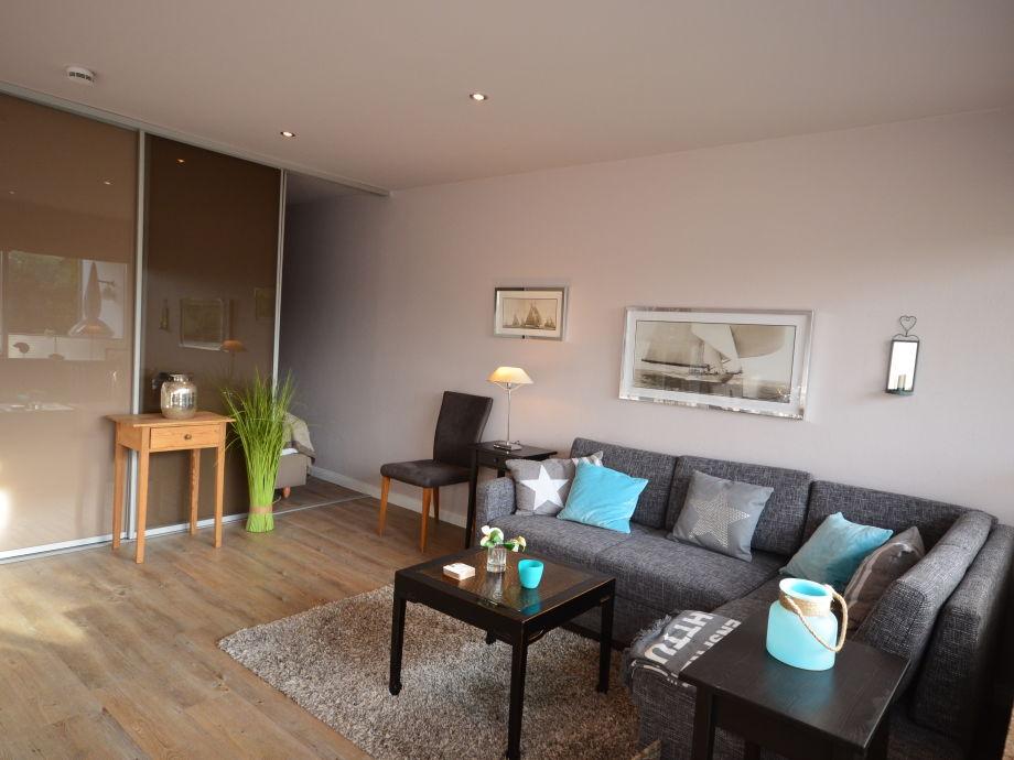 gemütliches Wohnzimmer mit abgetrenntem Schlafbereich