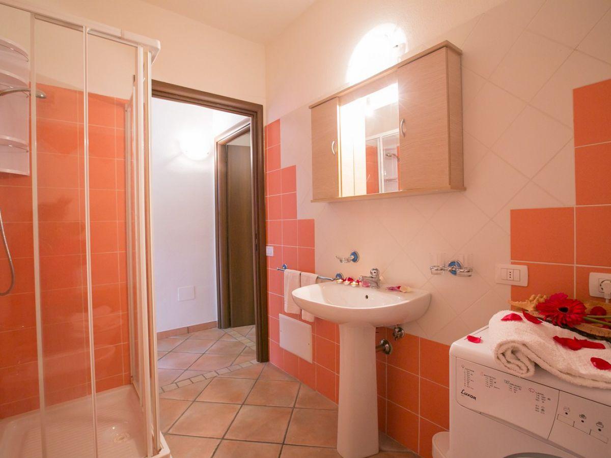 badezimmer mit dusche ferienwohnung app seeadler ostsee. Black Bedroom Furniture Sets. Home Design Ideas