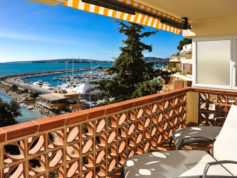 Blick von der Terrasse auf Yachthafen