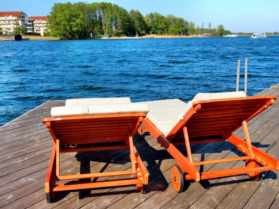 Entspannen auf der Seeterrasse mit Badeleiter in Hausnähe