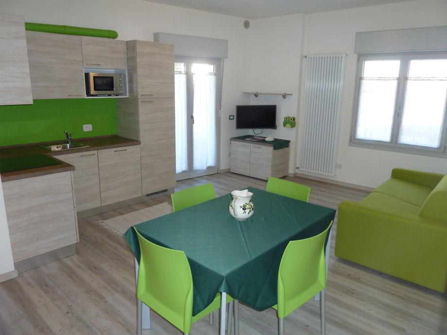 Wohnraum mit moderner Küche
