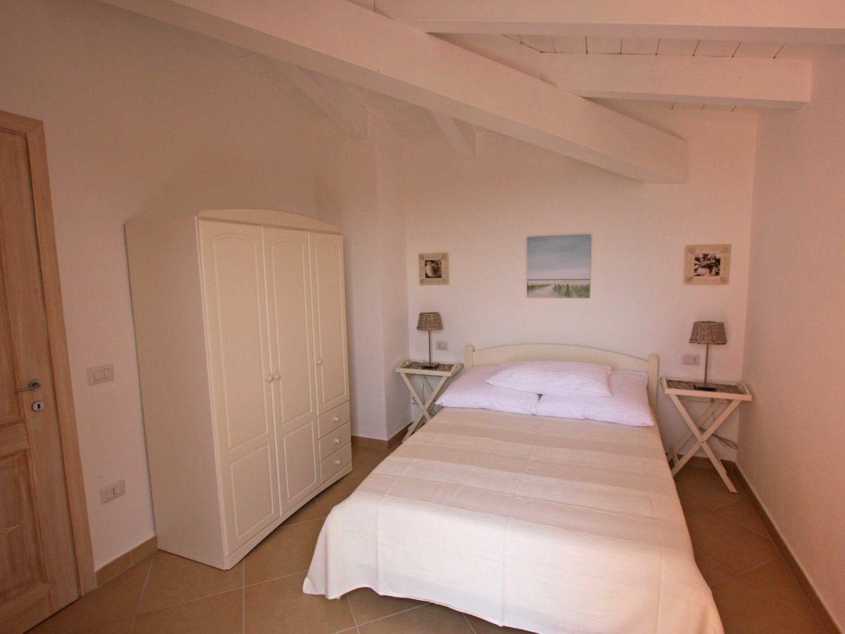 ferienwohnung il nido badesi firma sardinia living. Black Bedroom Furniture Sets. Home Design Ideas
