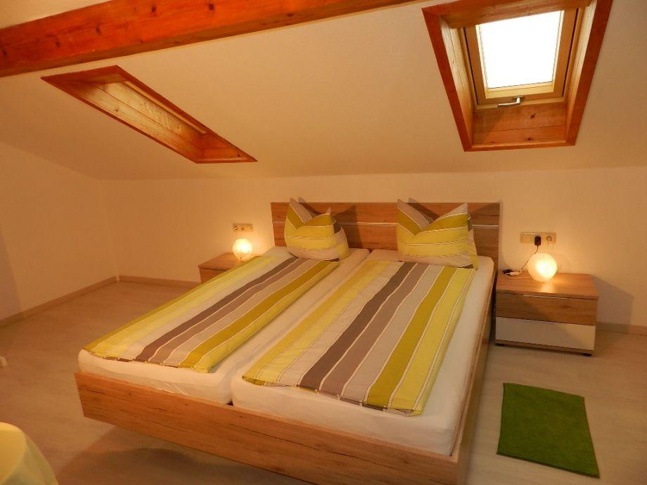Schlafzimmer Mit Platz Für Baby  Oder Zustellbett!