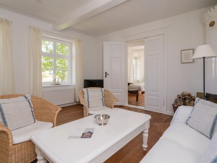 Wohnzimmer mit neuem, antiken schwedischen Kachelofen