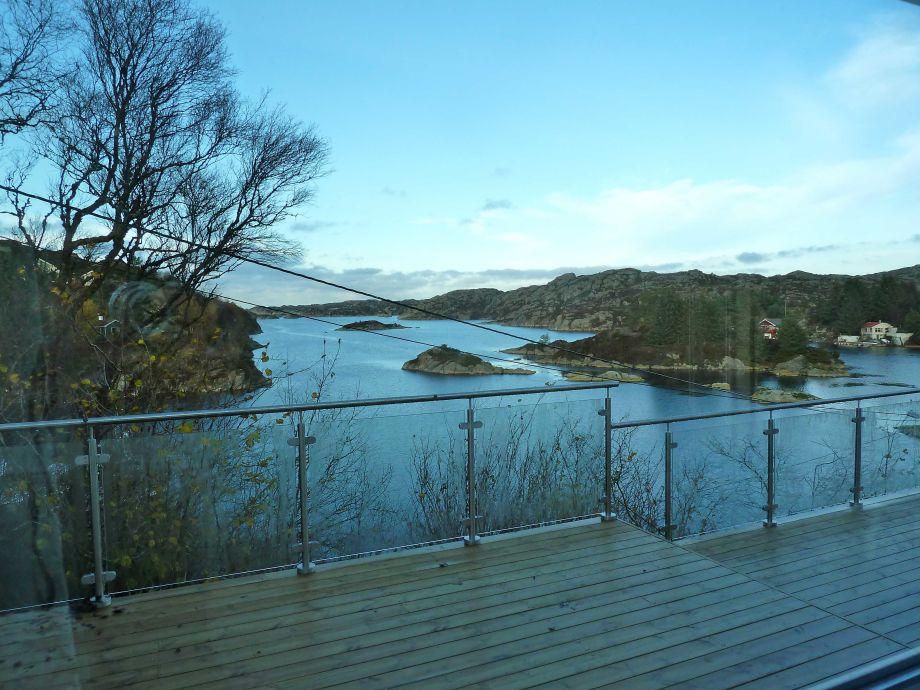 Terrasse mit Blick auf Fjord und Meer