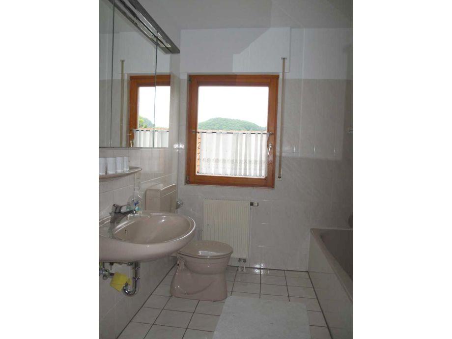 bad mit dusche und badewanne 6m2 das beste aus. Black Bedroom Furniture Sets. Home Design Ideas