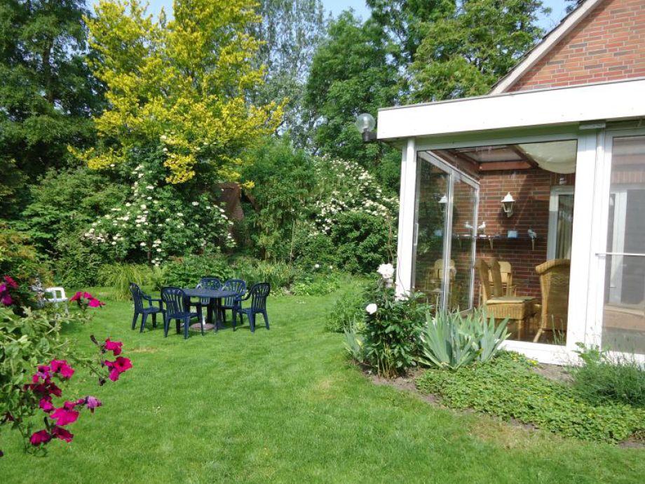 Gartenseite mit Wintergarten