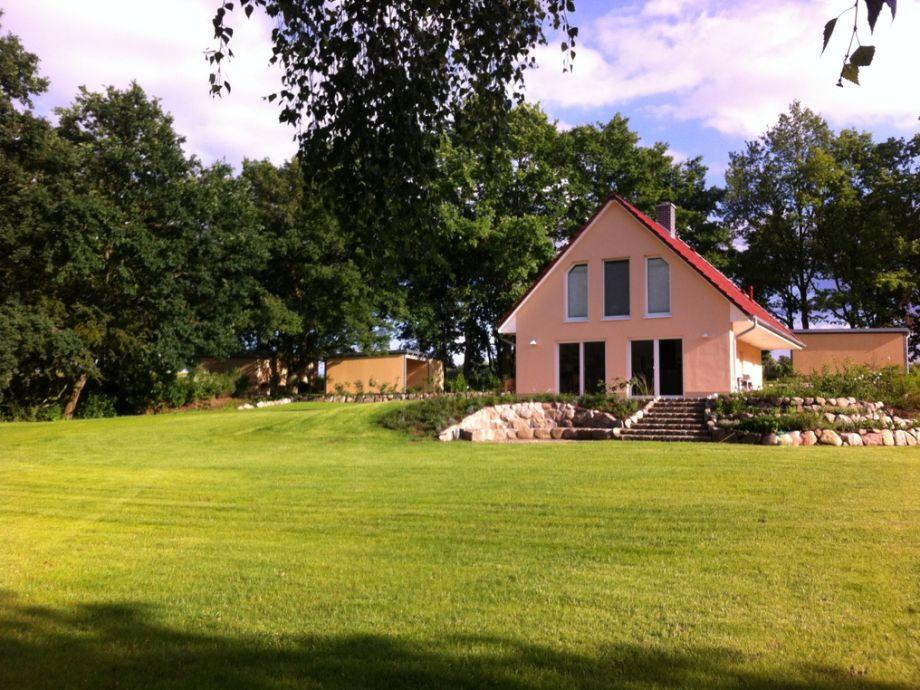 2500 m² Grundstück mit Liegefläche, Steingarten