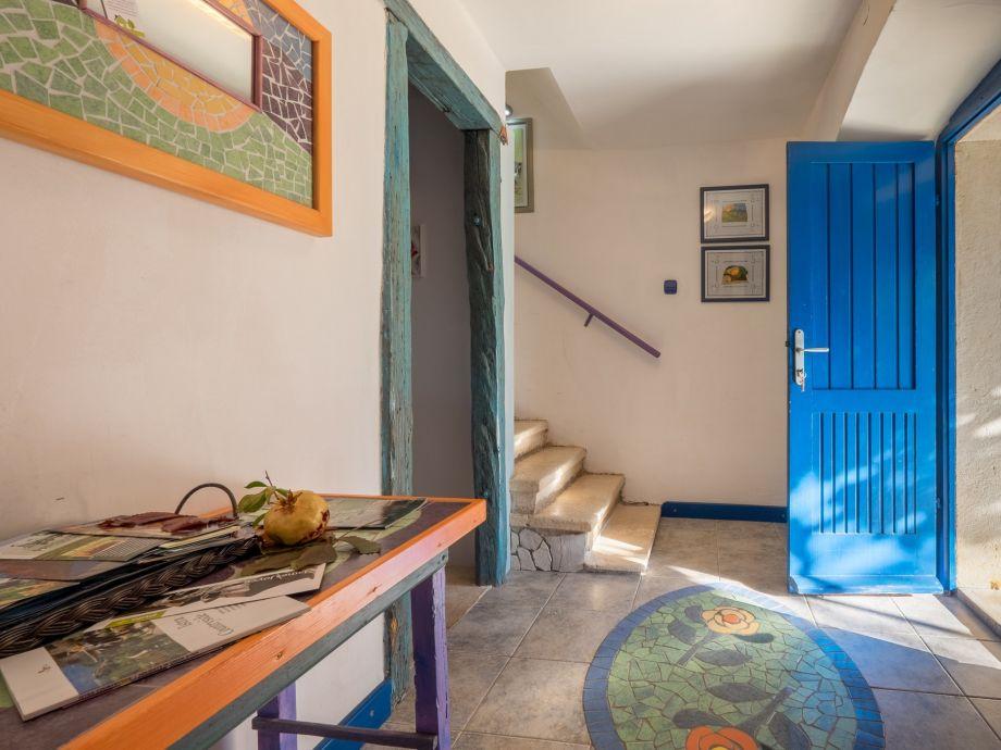 Passage way to kitchen