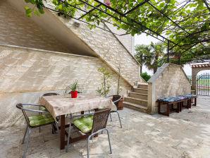 Holiday apartment Apartment Eva Funtana