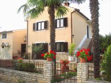 Holiday apartment Klaric with garden