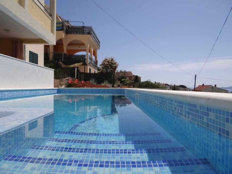 Außenaufnahme Zora mit Pool