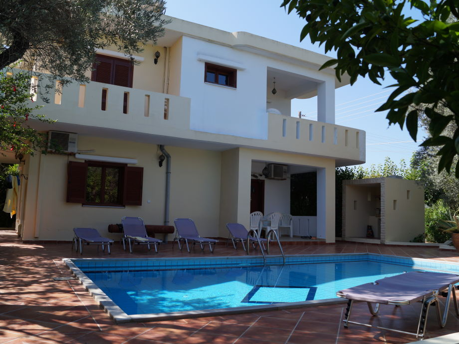Haus mit Pool und windgeschütztem Grillplatz