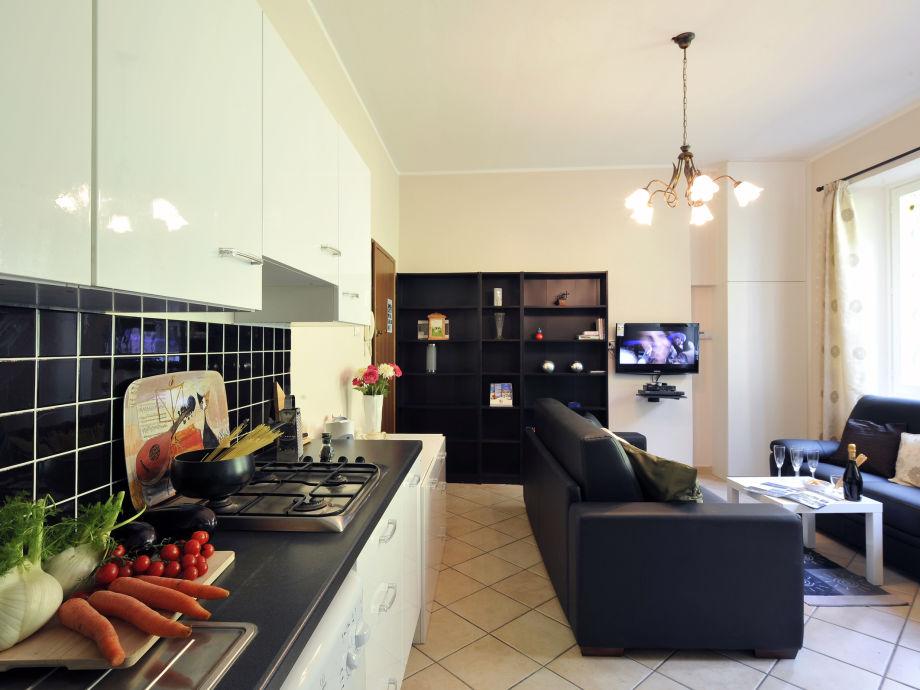 ferienwohnung villa isella mansarda 1001 lake como como firma happy holiday homes frau. Black Bedroom Furniture Sets. Home Design Ideas