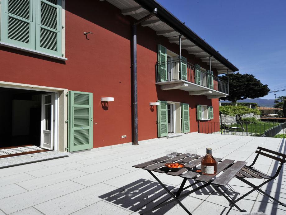 Wohnung und Terrasse von hinten