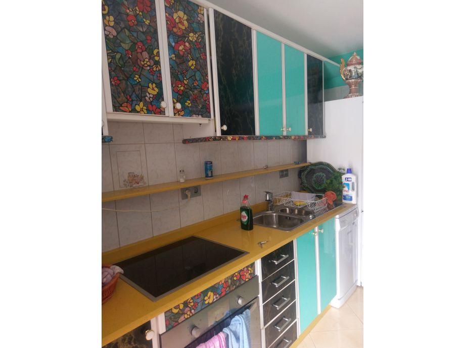 Küche mit neuer Arbeitsplatte und Herd-Mulde u. Backofe