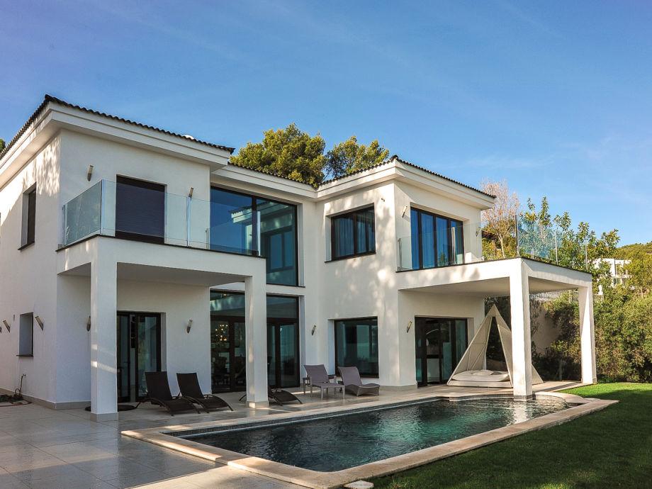 Villa mit Pool 5 x 8 m