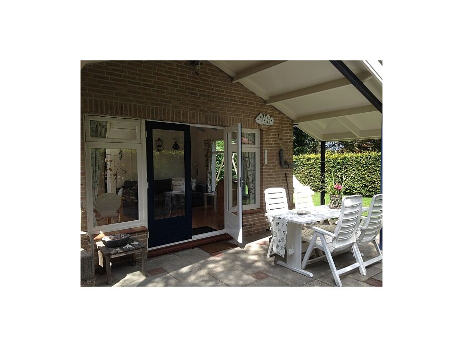 Das Ferienhaus Noordwijk ZH100 mit möblierter Terrasse