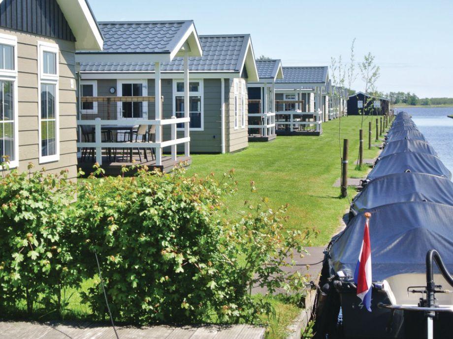 Ferienhaus mit Boot - direkt am Wasser