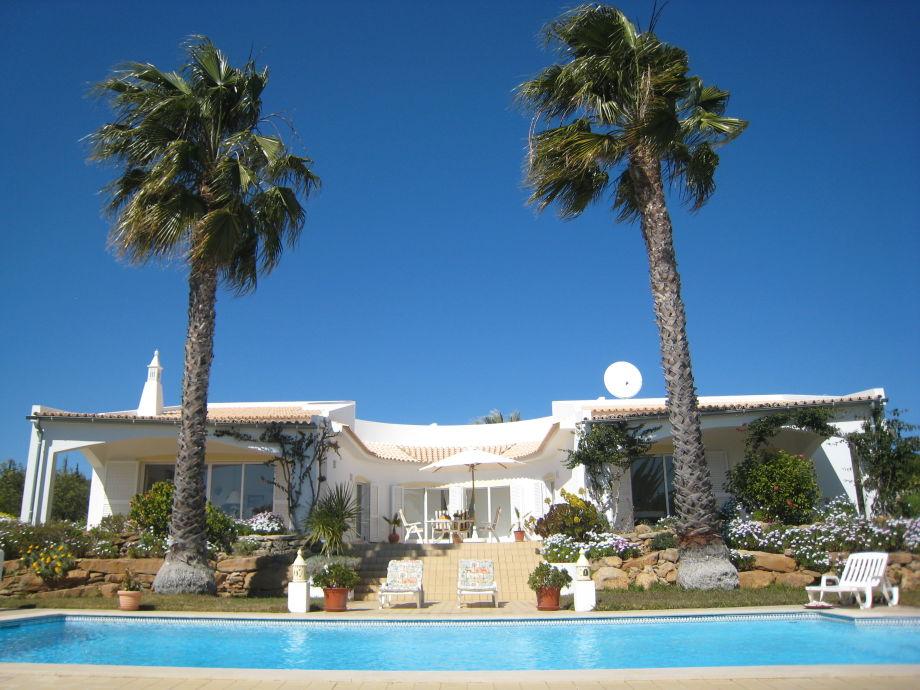 die Casa Branca mit Pool und vielen Terrassen