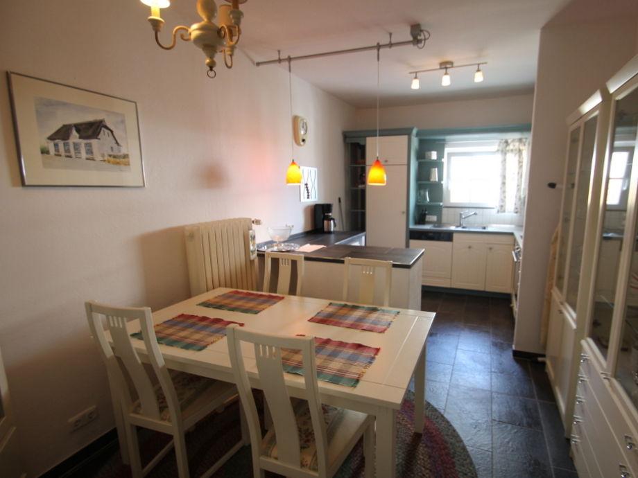 Top ausgestattete Küche im Landhausstil mit Esstisch