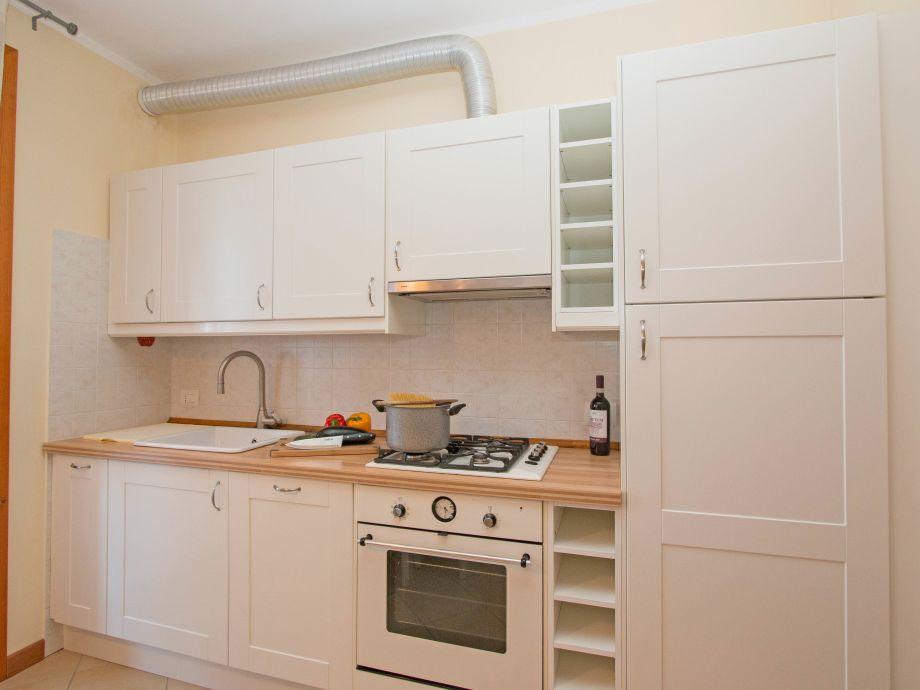 ferienwohnung baglio degli ulivi 3 sirmione gardasee firma iamholiday s r l frau sonia. Black Bedroom Furniture Sets. Home Design Ideas
