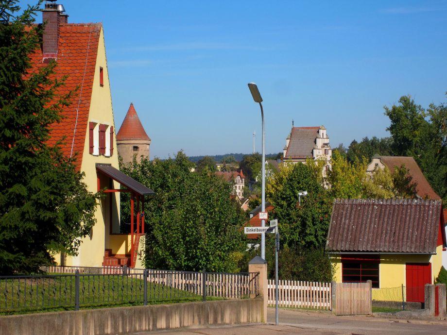 Der Haus Dinkelbauer vor dem historischen Dinkelsbühl