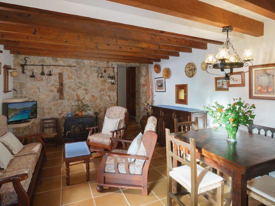 Wohn-/Esszimmer im mallorquinischen Stil