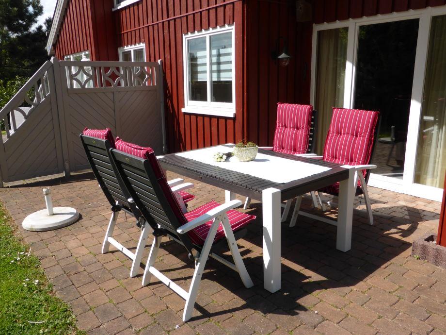 30m² Terrasse mit Gartenmöbeln
