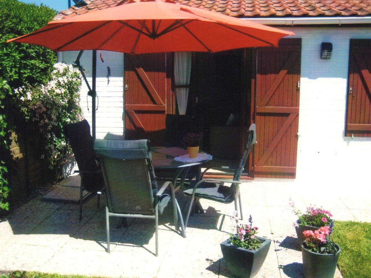 Nicht Einsehbare Terrasse Mit Gartenmöbeln,Liegen,Grill