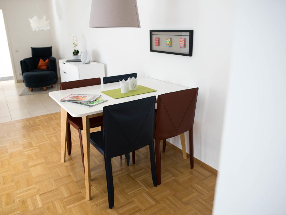 ferienwohnung r desheim vintage appartement rheingau r desheim rhein und rheinsteig frau. Black Bedroom Furniture Sets. Home Design Ideas