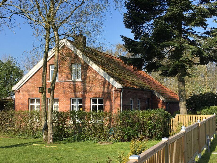 Haus und Garten im Frühling