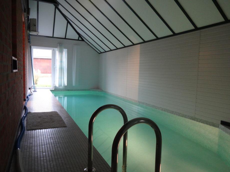 Schwimmhalle, Pool 8m x 2,8m x 1,3m