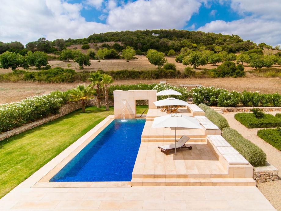 Blick auf die moderne Villa