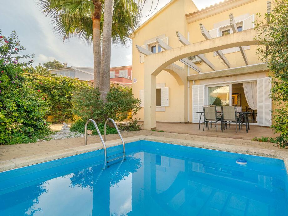 Villa Osca mit Pool