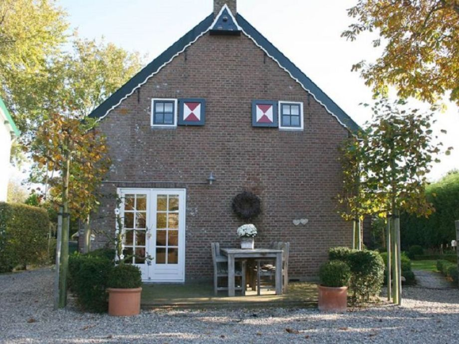 Außenaufnahme Stilvolles Ferienhaus im Landhausstil (ONA18)
