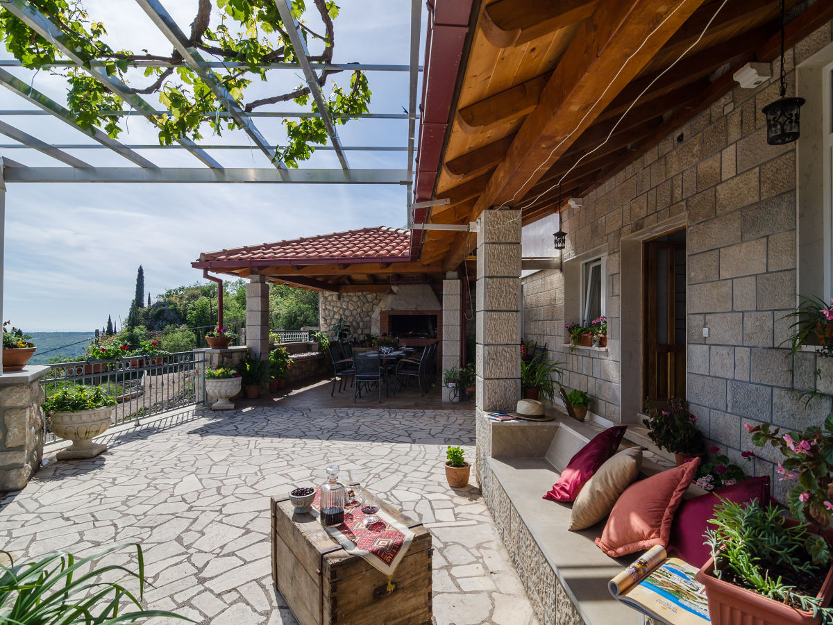 Villa vino vecchio gruda konavle valley firma partner for Terrace seating