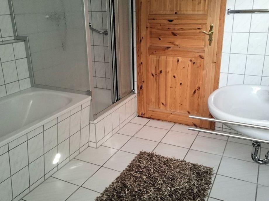 dusche und badewanne interior design und m bel ideen. Black Bedroom Furniture Sets. Home Design Ideas