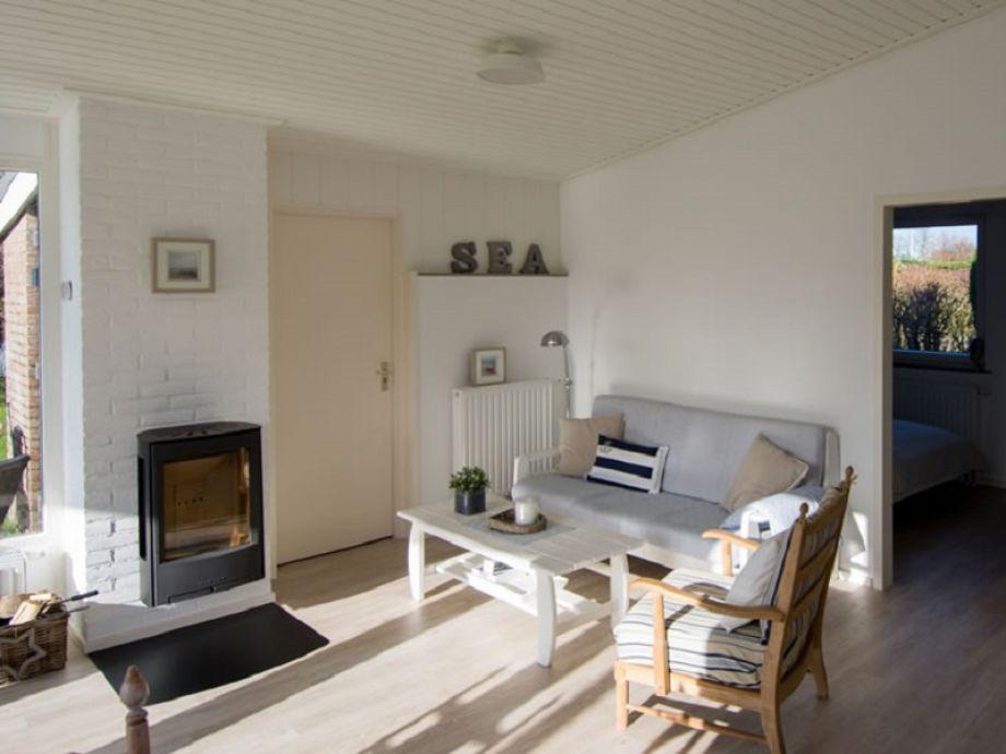 Das gemütliche Wohnzimmer mit einem Kamin zum Wärmen