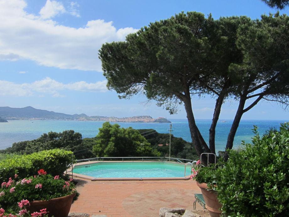 Ein Traumblick bietet sich von der Villa Pacini