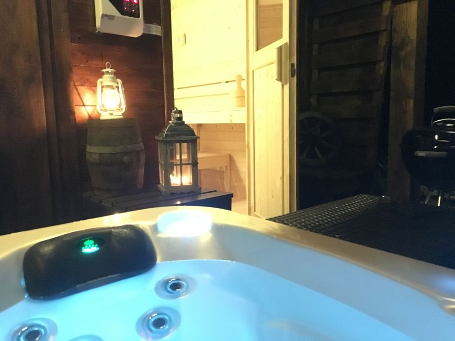 Ferienhaus fuchsia cottage mit whirlpool und sauna west - Sauna whirlpool ...