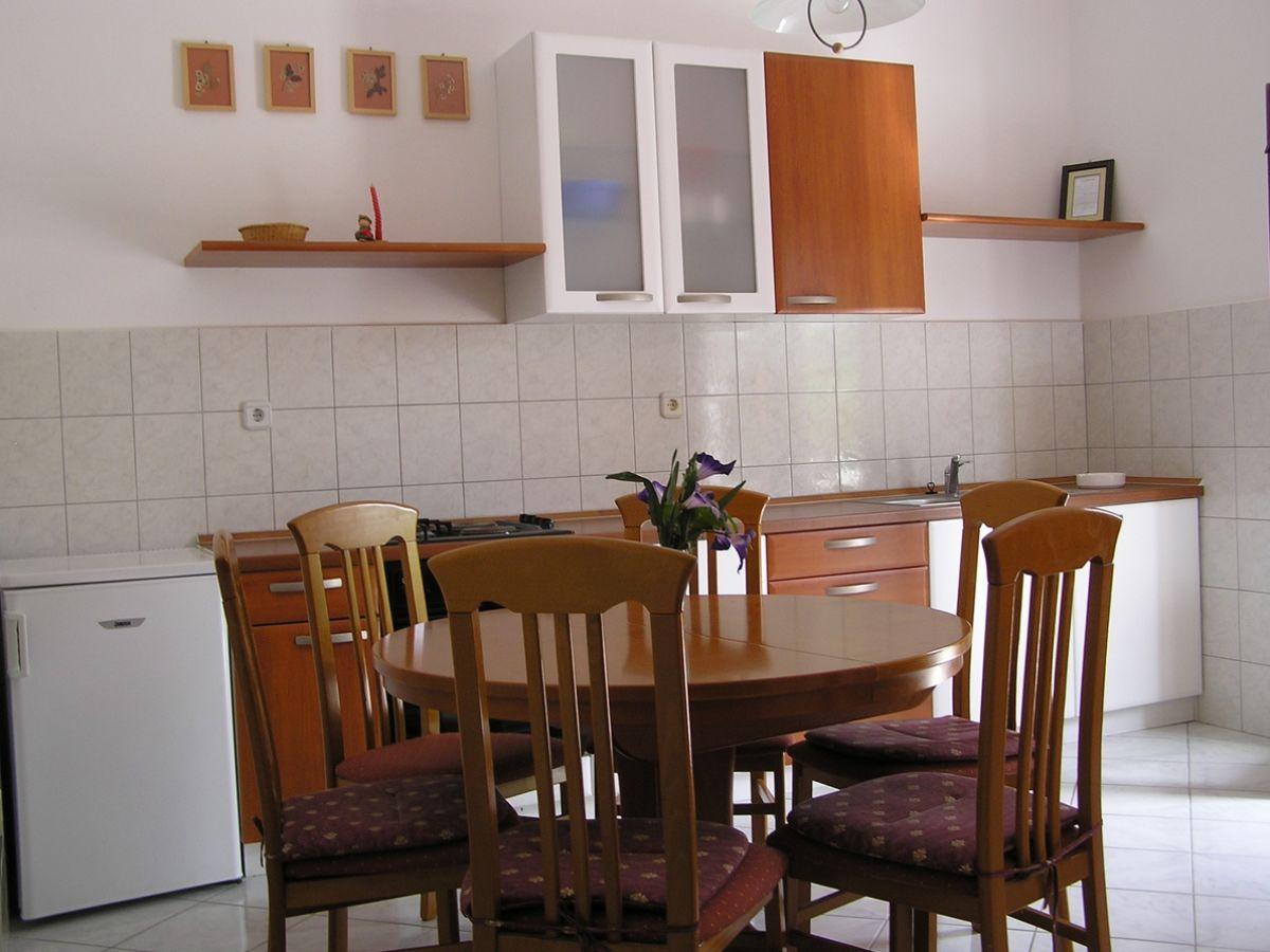 ferienwohnung ivanka norddalmatien firma jaderatours d. Black Bedroom Furniture Sets. Home Design Ideas