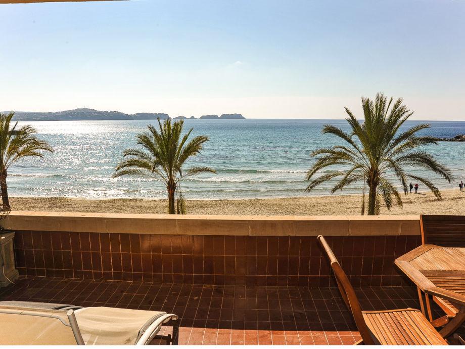 Fantastischer Blick von der Terrasse auf den Strand